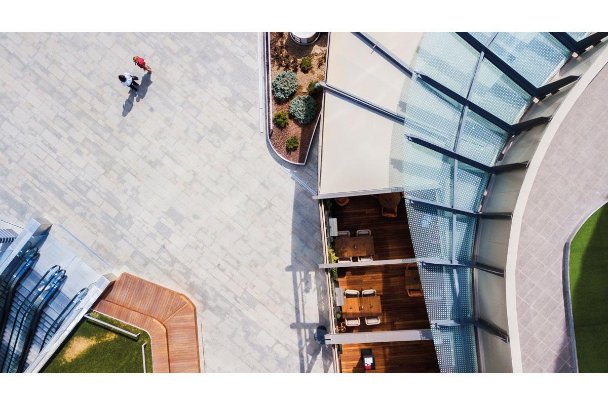 Pergola à toile rétractable adossée à toit incliné - ref. Gold