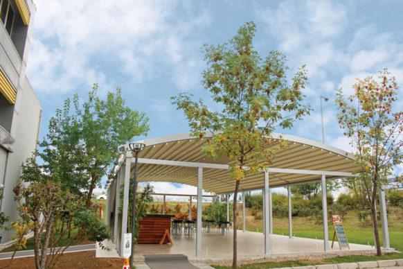 Pergola à toile rétractable autoportée à toit arrondi à toit arrondi - ref. Pearl Eco